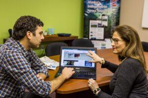 Alaska Dispatch-Chefredakteur im Gespräch mit Herausgeberin Alice Rogoff