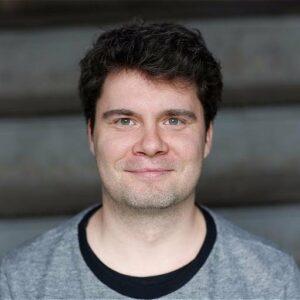 Christian Grasse war für Deutschlandradio und andere öffentlich-rechtliche Hörfunksender tätig. Jetzt ist er einer Gründer von Viertausendhertz in Berlin.