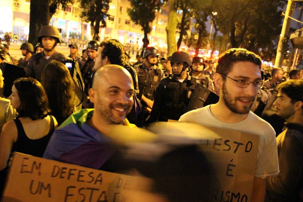 Wir haben ein paar schwule Aktivisten dorthin begleitet.