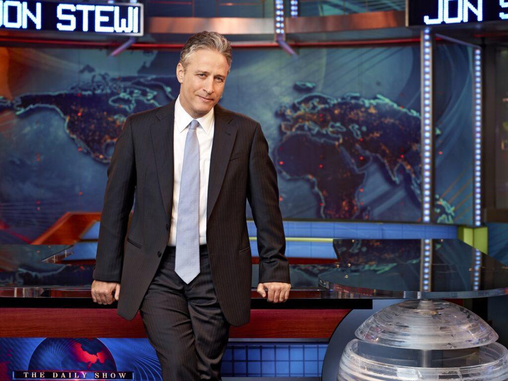 """Jon Stewart im Studio der """"Daily Show""""."""