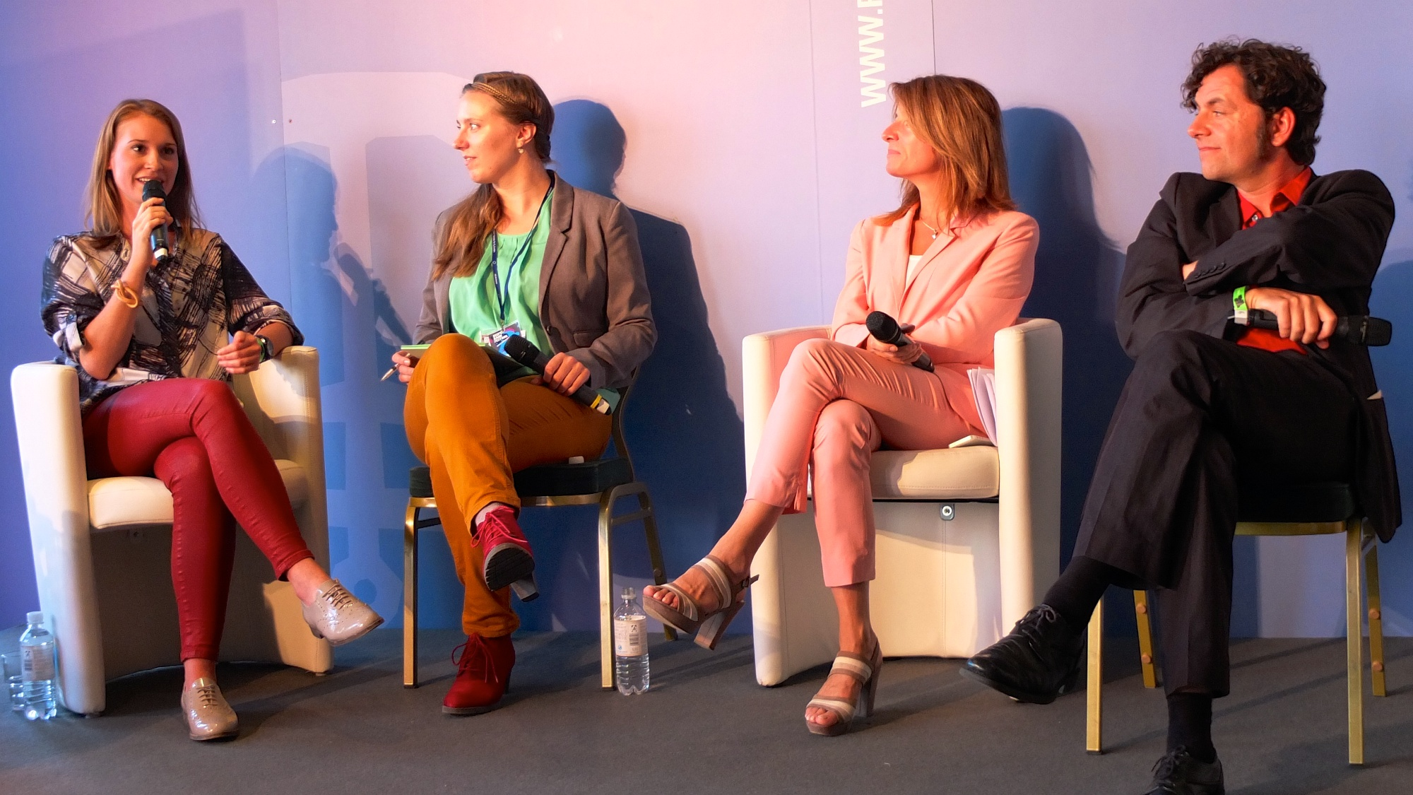 "Nathalie Sonne, Carolin Neumann, Anette Novak und Robert Drakogiannakis beim Reeperbahn-Festival-Panel ""Communities Revisited""(Foto: @mprove CC BY-NC 2.0)"